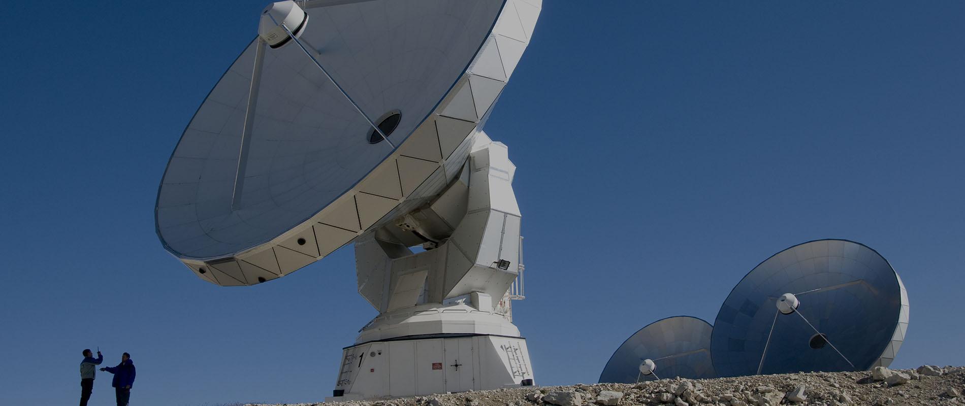 Photographie d'une antenne parabolique